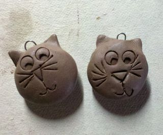 Brown stoneware cat charms