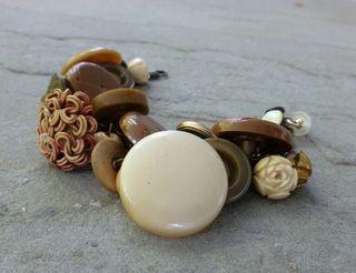 Bracelet left
