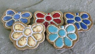 Large daisy pendants